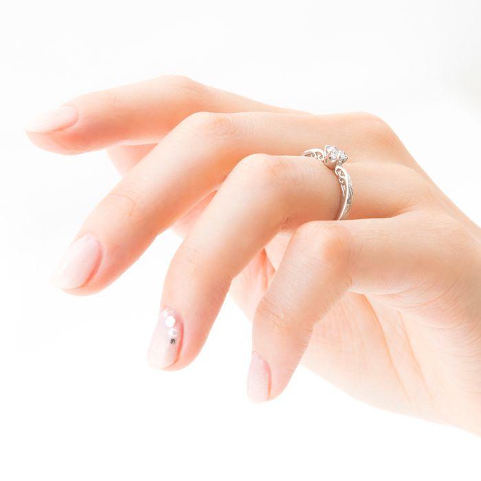 婚約指輪 装着画像